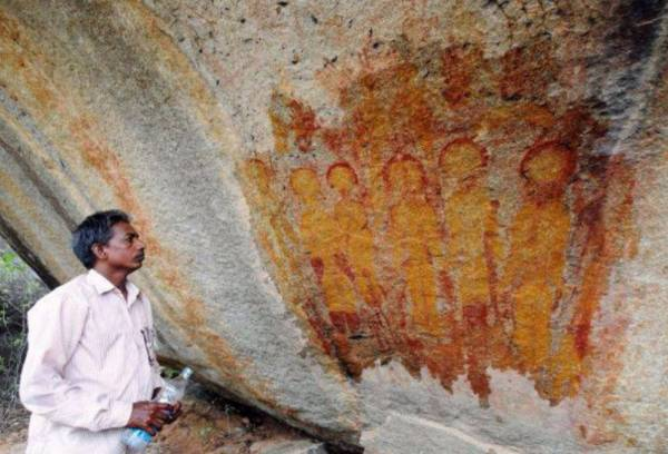 Indian archaeologists found 10 000 year old rock paintings for Archaeological monuments in india mural paintings