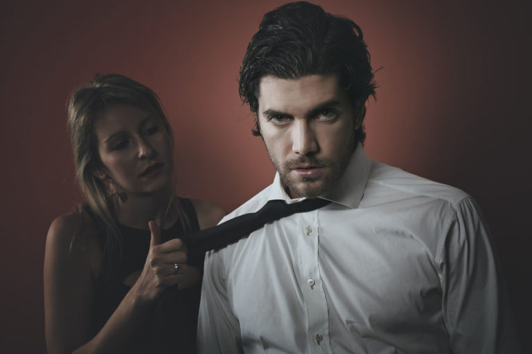 4 Signs You Are in a Relationship with a Narcissist