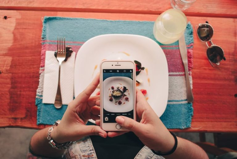5 Reasons Behind Oversharing on Social Media and How to Stop It