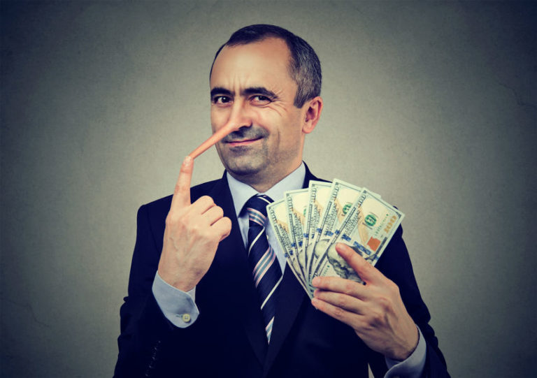9 Signs of a Scam Artist and Manipulation Tools They Use