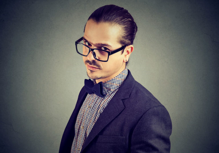 6 Signs of a Pseudo-Intellectual Who Wants to Look Smart but Is Not