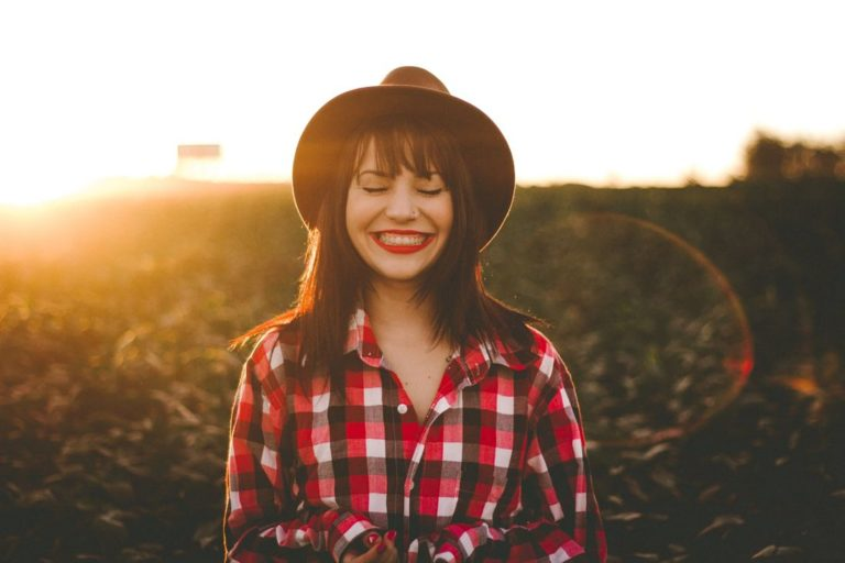 10 Adorable Traits of a Warm Personality & How to Be One